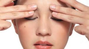 Xoa bóp cho mắt cũng là phương pháp giúp mắt thư giãn